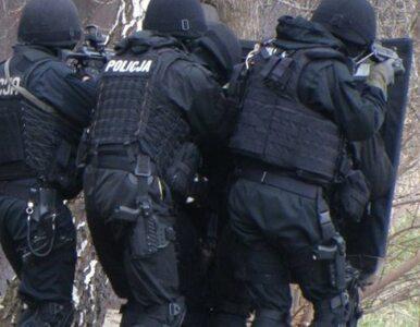 Kraków: stu policjantów szuka mężczyzn, którzy pobili kierowcę opla