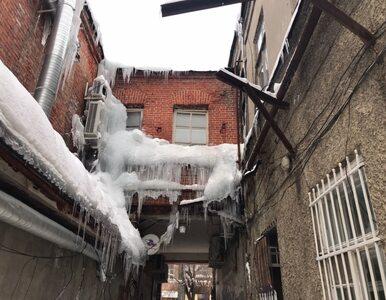 Kilkumetrowe sople, samochody zasypane śniegiem po dach. Tak żyją...
