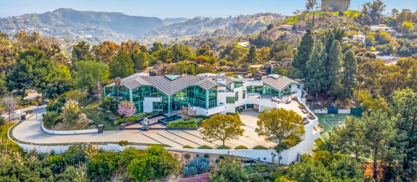 Posiadłość znajduje się przy ulicy Mulholland Drive w Los Angeles
