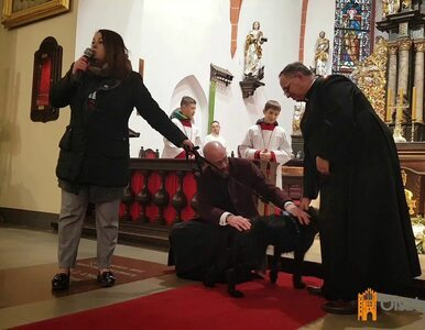 Ksiądz przyprowadził psa na mszę świętą. Zachęcał parafian do adopcji