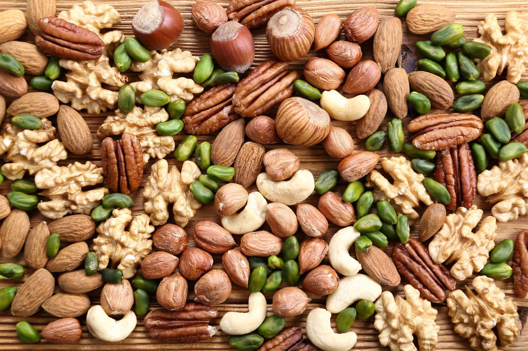 Jesteś na diecie i liczysz kalorie. Które orzechy mają ich najmniej?