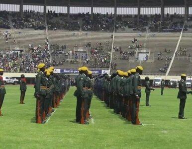 Pogrzeb dyktatora na stadionie w Harare. Większość miejsc była pusta