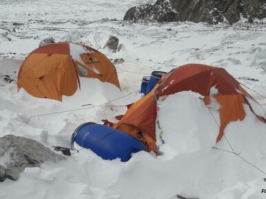 Wyprawa na K2. Niespokojna noc, Kaczkan i Urubko wyszli w kierunku C3