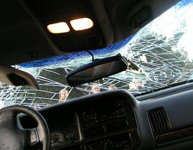Samochód zderzył się z PKS-em. Dzieci ranne