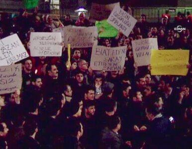 """""""STOP zamachom na wolność mediów."""" Tysiące osób protestowało w Stambule"""