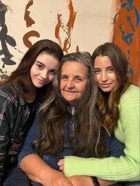 Julia Wieniawa pokazała zdjęcia z siostrą i babcią