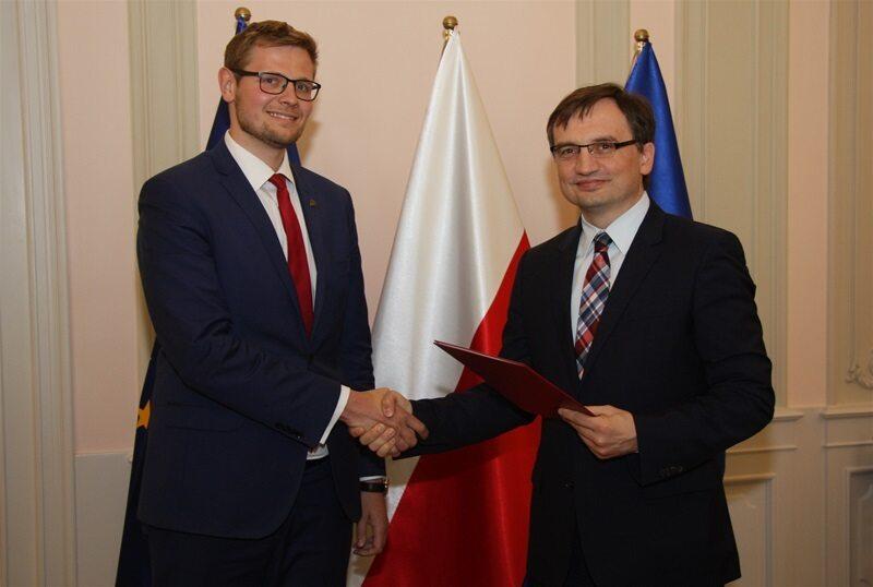 Wiceminister Michał Woś i minister sprawiedliwości Zbigniew Ziobro