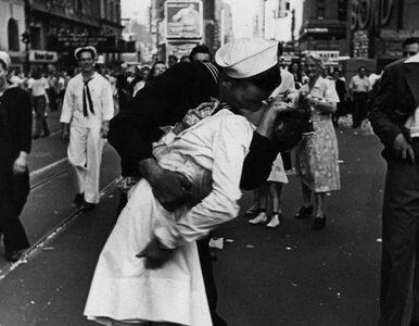 Z radości pocałował nieznaną pielęgniarkę. Nie żyje bohater jednej z...