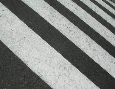 Warszawa: rozpędzony samochód potrącił kobietę na pasach