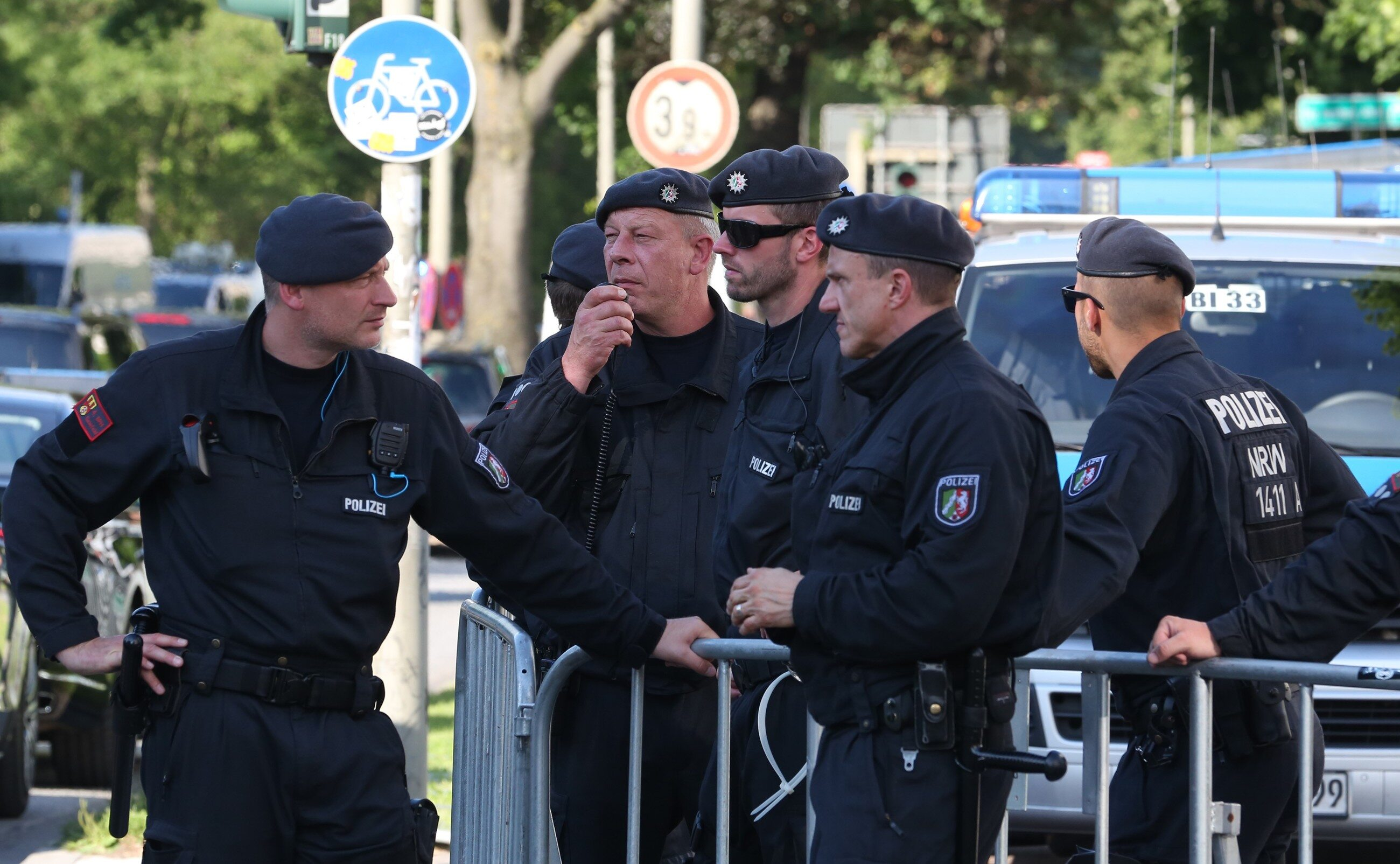 Policja ochraniająca szczyt G20 w Hamburgu
