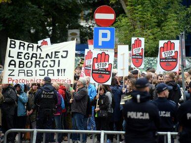 Projekt zaostrzenia prawa aborcyjnego w podkomisji. Protesty przed Sejmem