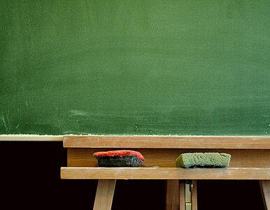 Ponad 7000 nauczycieli straci pracę. Rząd się tłumaczy