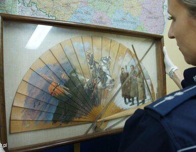 Policjanci odzyskali wyłudzony przez oszustów cenny wachlarz z obrazem...
