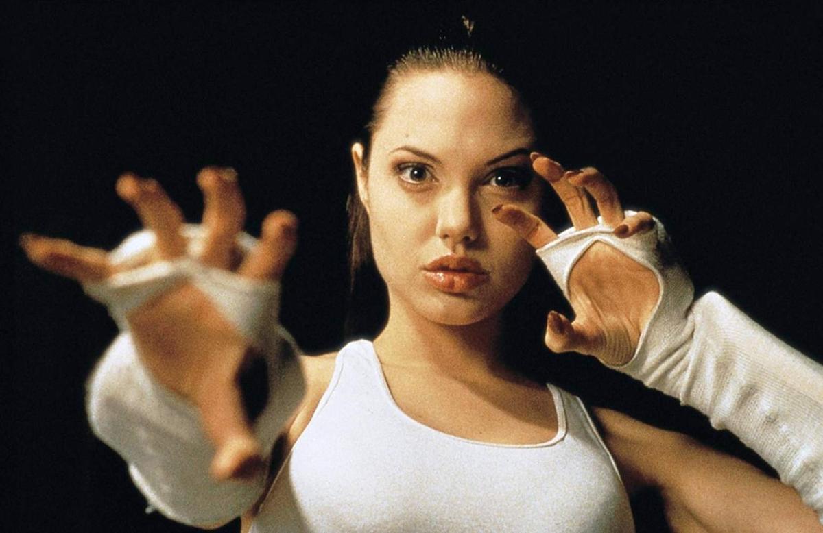 """Angelina Jolie w """"Cyborg 2: Szklany cień"""" (1993)"""