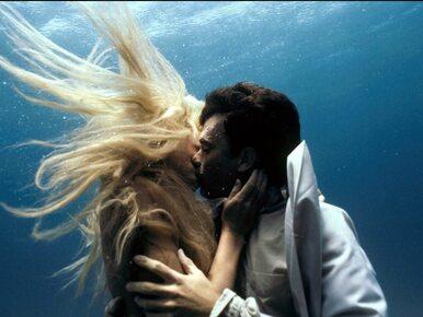 """""""Kształt wody"""" to """"Plusk"""" po zmianie płci. Film pokazujący wtórność..."""