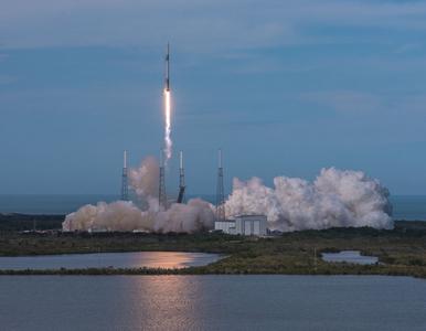 Rakieta Falcon-9 wystartowała. Na pokładzie sprzęty stworzone przez Polaków