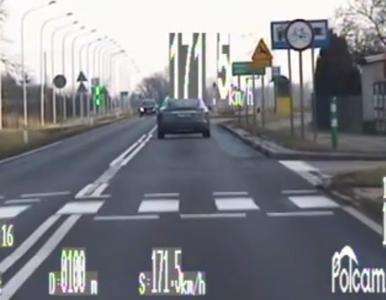 """Teslą 171 km/h przez przejście dla pieszych, bo... """"spieszył się do kina"""""""