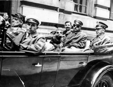 Józef Piłsudski na niezwykłych zdjęciach. Tej twarzy marszałka z...