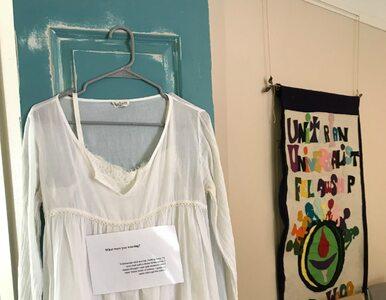Wystawa ubrań osób, które padły ofiarą gwałtu