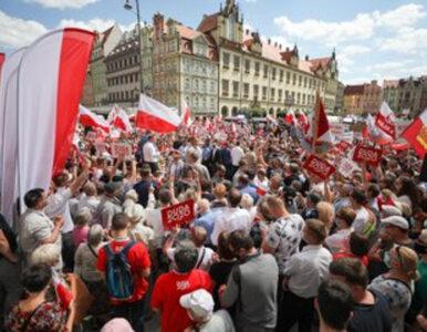 Wrocław. Policja chce ukarania organizatorów wiecu Andrzeja Dudy