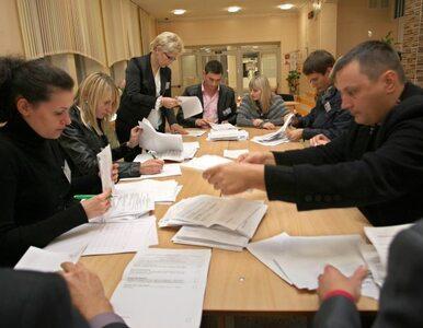 Białorusini wybierali posłow, a władze zatrzymywały obserwatorów