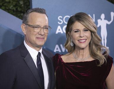 """Tom Hanks opowiedział o objawach koronawirusa. """"Moja żona czołgała się..."""